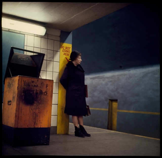 DL_Subway_no_standing_1966005K005_V3_LRFile