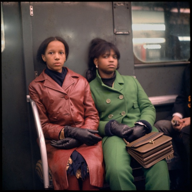 DL_Subway_TwoWomen_1966005K004_V2_LRFile