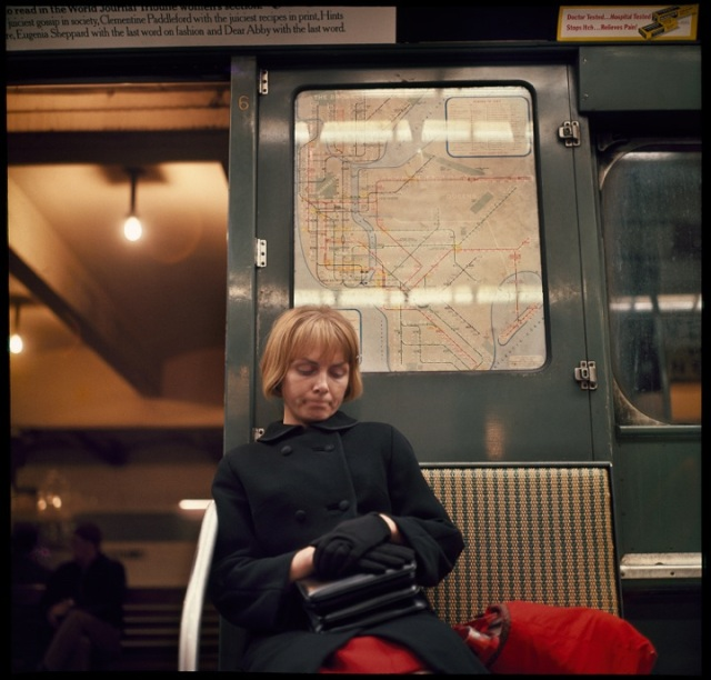 DL_Subway_Woman_1966004K004_V2_LRFile