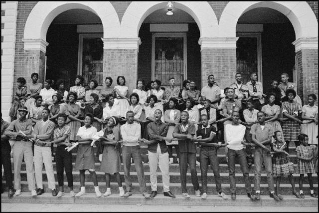 Movement students outside Brown's Chapel, 1963